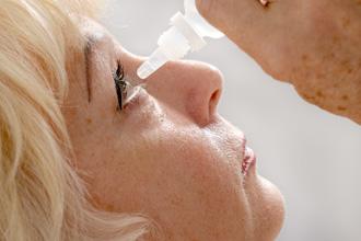 خشکی چشم در زنان بعد از دوران یائسگی رایج میباشد.